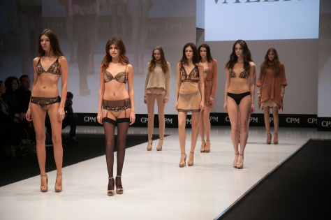 MOSCOW MODE LINGERIE