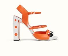 sandalia de lunares 695 €
