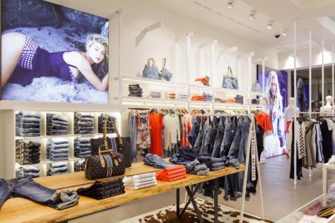 GUESS tienda CC Gran Via 2 - Barcelona  (2)