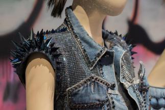 JPG exhibit_Diamond Rocker jacket with Swarovski crystals_Closeup ©PatriceStable copy