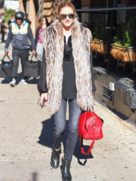 Olivia Palermo con chaleco TIBI, bag Louis Vuitton
