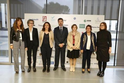 De Izq a Dcha: Lidia Codinachs, Anna Mercader, Mercè Conesa, Joaquín Bordas, Carme Forcadell, Dolors Bassa y Rosa Cuscó).
