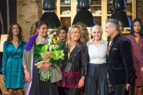 Cris (diseñadora de la marca) recibe felicitaciones de los asistentes junto a Mercè Taús y Hernaldo Herrera