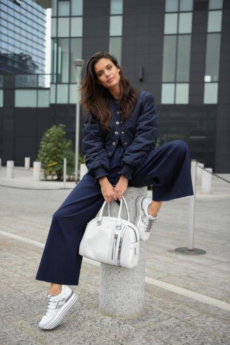 sara-sampaio-with-hogan-maxiplatform-h222-sneakers-and-bag_2