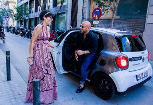 Alejandro llegando a Gratacós en un Smart (Auto Beltrán)