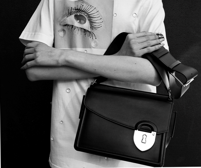 "26b4cadc1 Schiaparelli abre su primera ""Pop-Up Store"" en Bergdorf Goodman (New York)"